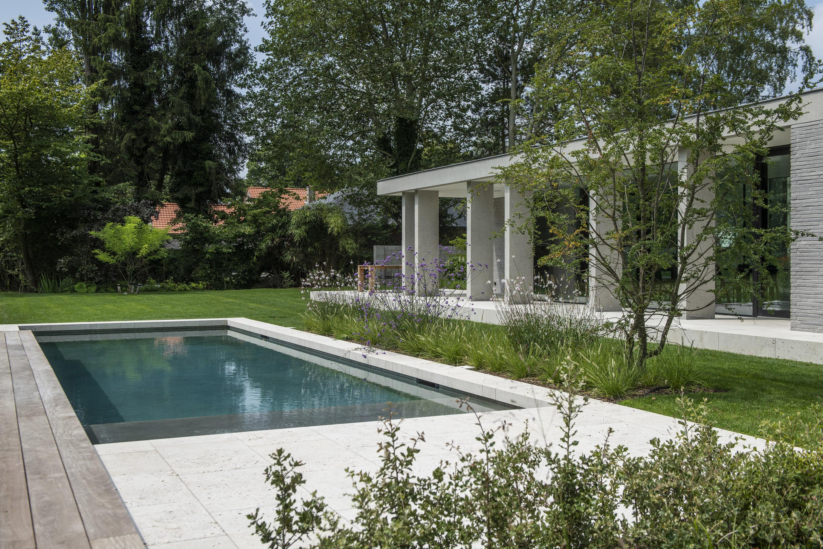 Moderne woning met zwembad